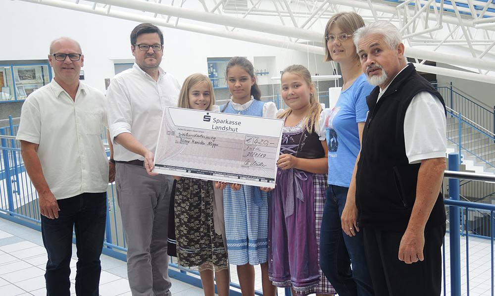 Maristengymnasium Furth spendet für Syrien