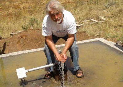 Kenia: Volksschule und Brunnen